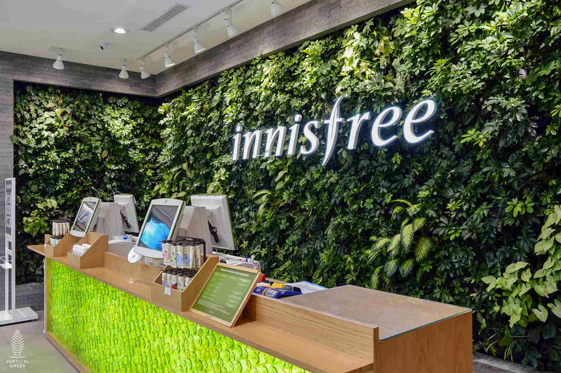 green wall retail indonesia